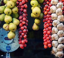 Beauty in tomatoes, garlic and pears by Silvia Ganora