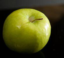 green apple by Deweyreg