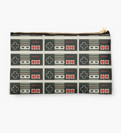 4 Controllers 4 Players - NES Studio Pouch