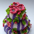 pink 'n' purple wedding cake by Babz Runcie