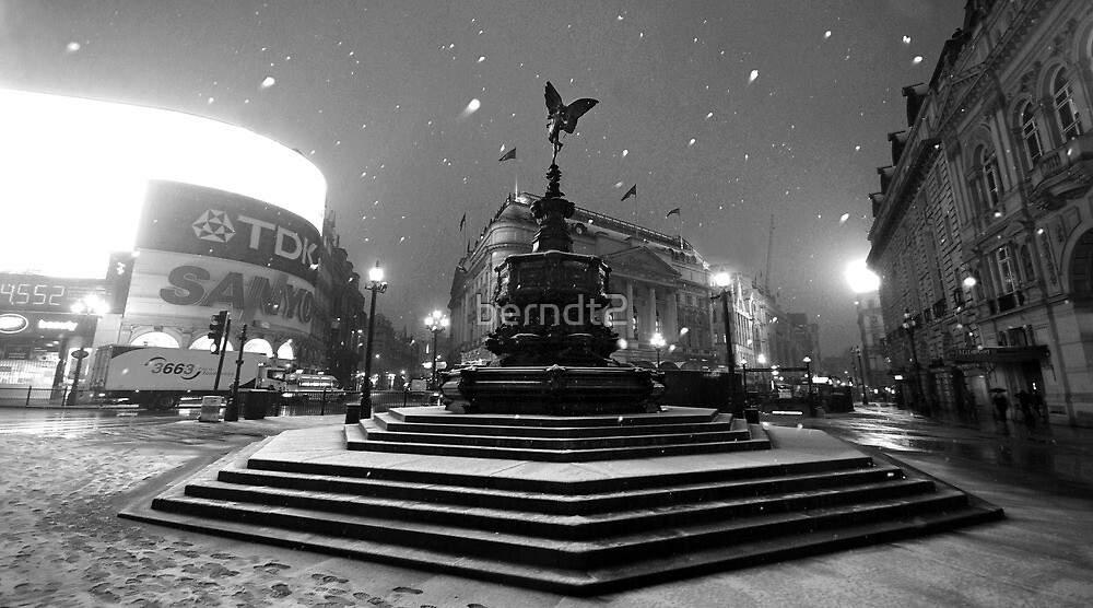 Piccadilly Snow by berndt2