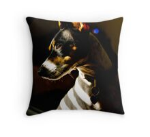 Prisoner to the light Throw Pillow