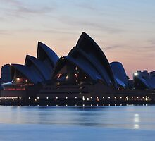 Sydney Opera House by zhivan
