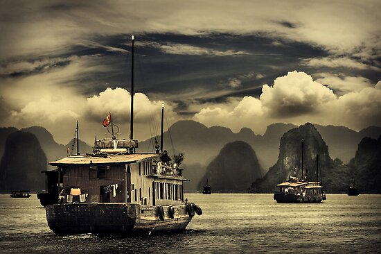 Halong Bay #0301 by Michiel de Lange