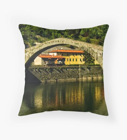Single span of il Ponte del Diavolo, Lucca, Tuscany, Italy Throw Pillow