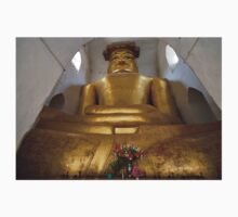cramped Buddha statue in MA-NU-HA TEMPLE T-Shirt