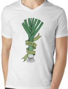 Leek kick Mens V-Neck T-Shirt