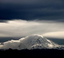 Mount Rainier by Mikhail Lenitsyn