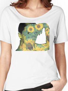 she loves sunflowers  Women's Relaxed Fit T-Shirt