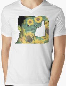 she loves sunflowers  Mens V-Neck T-Shirt