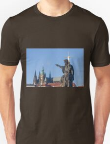 Statue of Jesus pointing to St Vitus's Cathedral T-Shirt