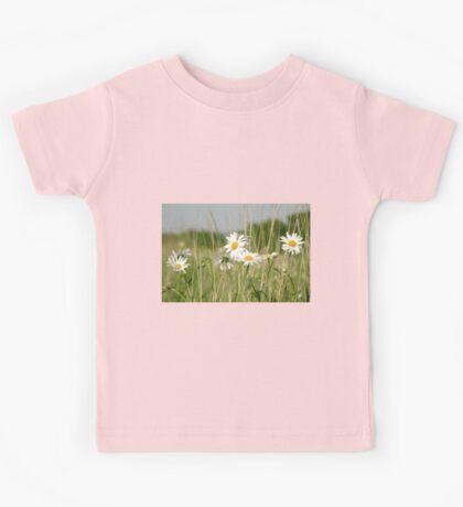 Daisies in field  Kids Tee