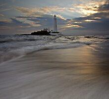 St. Mary's Lighthouse sunrise by cieniu1