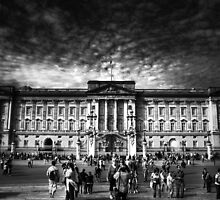 Buckingham Palace by Yhun Suarez