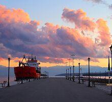Itea Pier by Emma Holmes