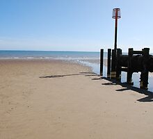 Jetty in the sunshine - Bridlington by Mitch Gibson