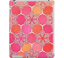 Pink Spice Honeycomb - Doodle Hexagon Pattern  iPad Case/Skin