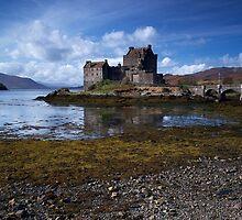 Eilean Donan Castle by cieniu1