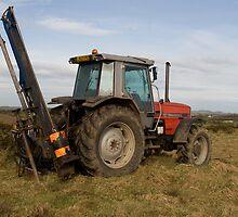 Massey Ferguson 3125 tractor by Jon Lees