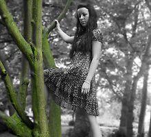spooky tree by tracy43