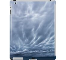 Afternoon Clouds (Dying mammatus) iPad Case/Skin