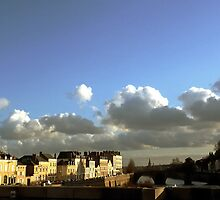 threatening clouds over the city.  by Franlaval