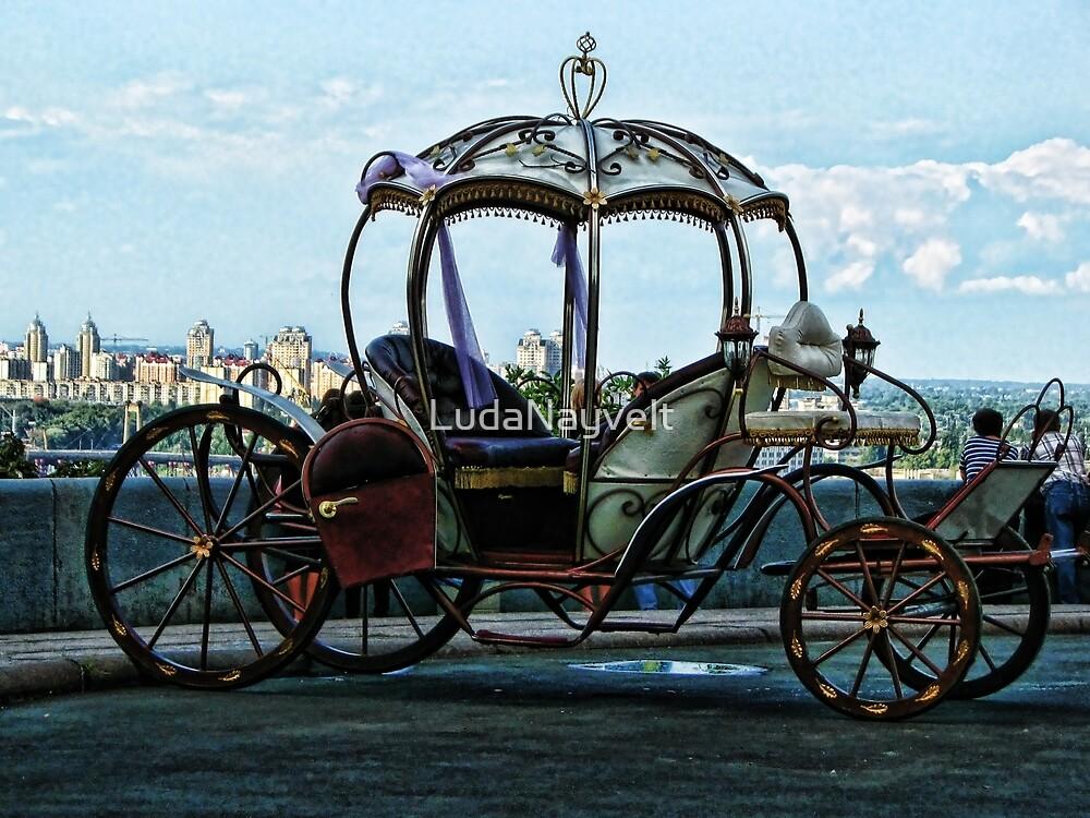Queen's carriage by LudaNayvelt