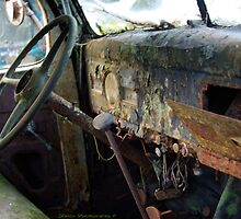Rusty Inside by DavesPhoto