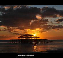 The sun sets on Brighton by Alomie