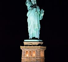 Lady Liberty at night by wonderlandnyc