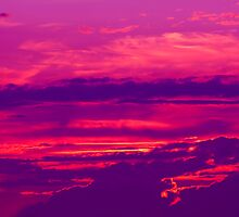 Coucher du soleil en violet by Tim Scullion