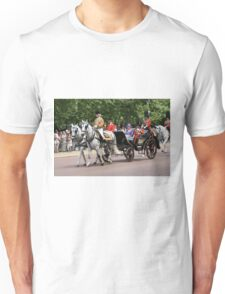 Her Majesty The Queen in a horse drawn carriage Unisex T-Shirt