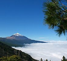 Above the clouds the sky is always blue by Trine