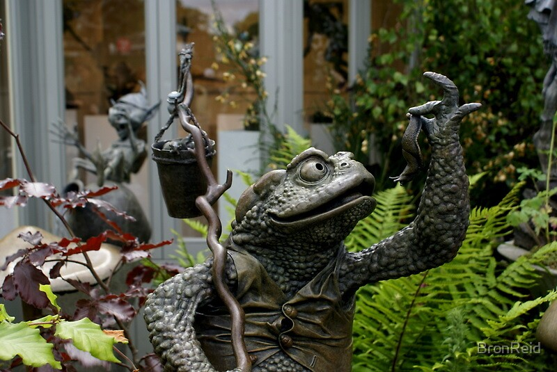 Amazing Bronze Sculpture of garden toad and his lunch by BronReid