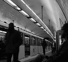 Metro de Paris by Charlie  Jeffs