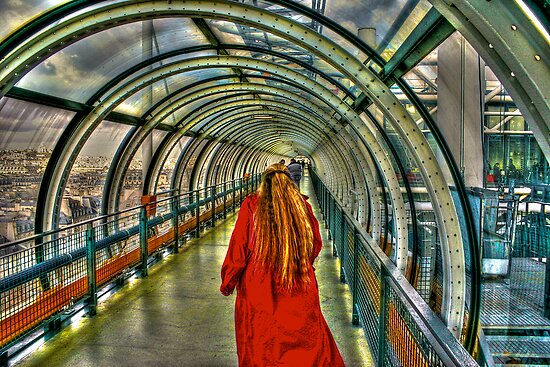 Red Coat at Pompidou Center by njordphoto