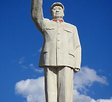 Mao Zedong statue, Lijiang, Yunnan. by Paul Holland