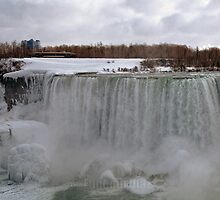The Mighty Frozen Niagara by ediaz