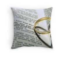 Her heart is his Throw Pillow