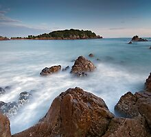 Mount Maunganui by Michael Treloar
