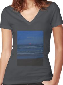 Luminous - the sun sets at Ocean Beach Women's Fitted V-Neck T-Shirt