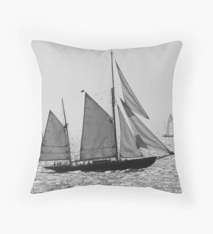 Sailing 1404a Throw Pillow