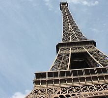 The tower at the heart of Paris by candmtait