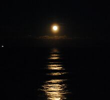 New Years 2010 Full Moon Rising by nauticalelf