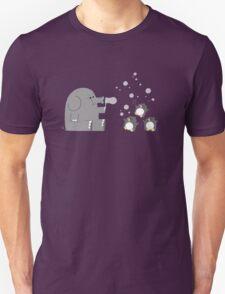 Elephants & Penguins love bubbles. T-Shirt