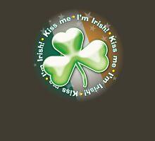 Eerie shamrock: Kiss me - I'm Irish! Unisex T-Shirt