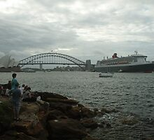 Queen Mary 2 Arrives Sydney 007 by Kezzarama