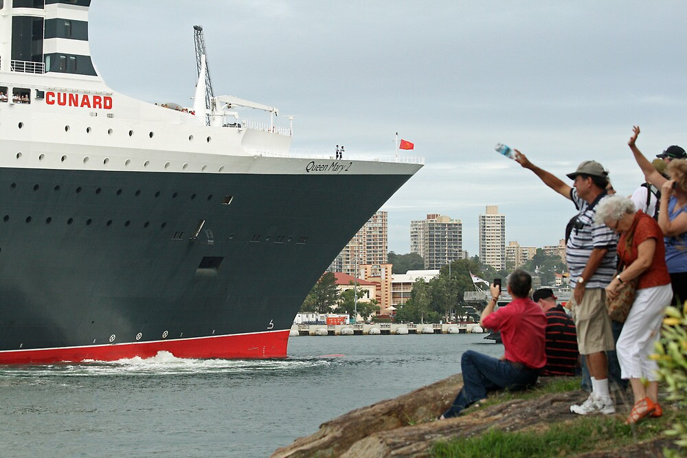 Queen Mary 2 Arrives Sydney 010 by Kezzarama