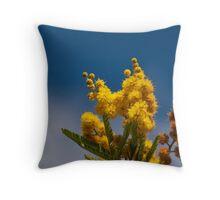 Un bokeh di  mimosa  Throw Pillow