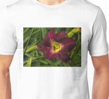 Deep Red Daylily With Raindrops Unisex T-Shirt
